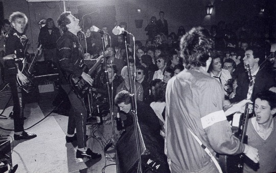 photo-the-clash-1977-shane-macgowan-in-the-crowd-at-the-bottom-right-corner